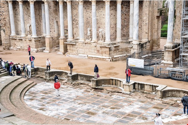 OISTAT often takes advantage of international conferences to arrange tours of the local arts scene. The photo shows the Roman Theatre of Mérida in Extremadura, Spain.