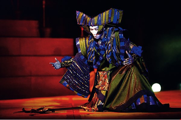 OISTAT's World Scenography 1990–2005 includes ten works of outstanding stage design by Taiwanese theater artists—among them Lai Xuan-wu's design for a Golden Bough Theatre production of Troy, Troy… Taiwan. (courtesy of Lai Xuan-wu)