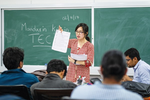 With their practical and lively approach, Taiwan's talented language instructors help students overcome their misgivings about learning Mandarin. (photo by Chuang Kung-ju)