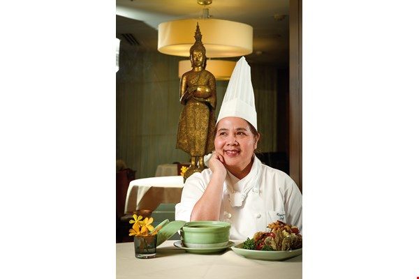 Lively and easygoing, Ah-Tong says that the smiles of satisfied customers offer the greatest motivation for her to continue working as a chef.