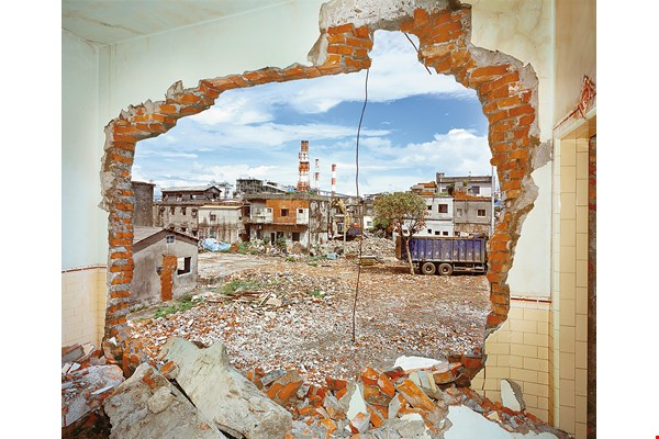 Chen Po-i recorded images of Kaohsiung's Hongmaogang Village, which has now disappeared from the map. (courtesy of Kaohsiung Photo)