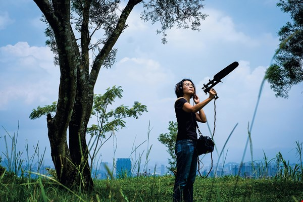 Through her travels around Taiwan, Laila Fan experienced the rhythms of the four seasons. Traveling was never just about seeing. Listening, in fact, proved to be even more important. The sounds of the wind and the water, the chirping of bugs, and the warbling of birds are all highlights.