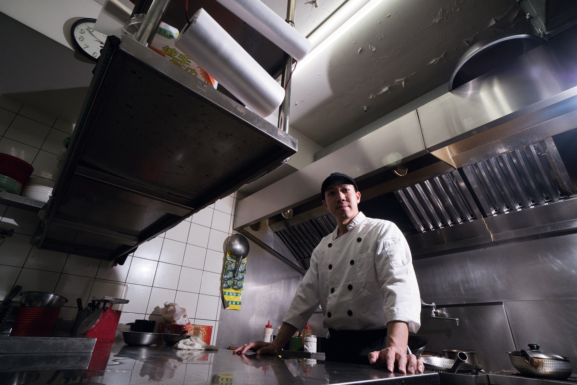 After years of hard work, Fu Yong-ming has become the sous-chef for a well-known Thai restaurant.