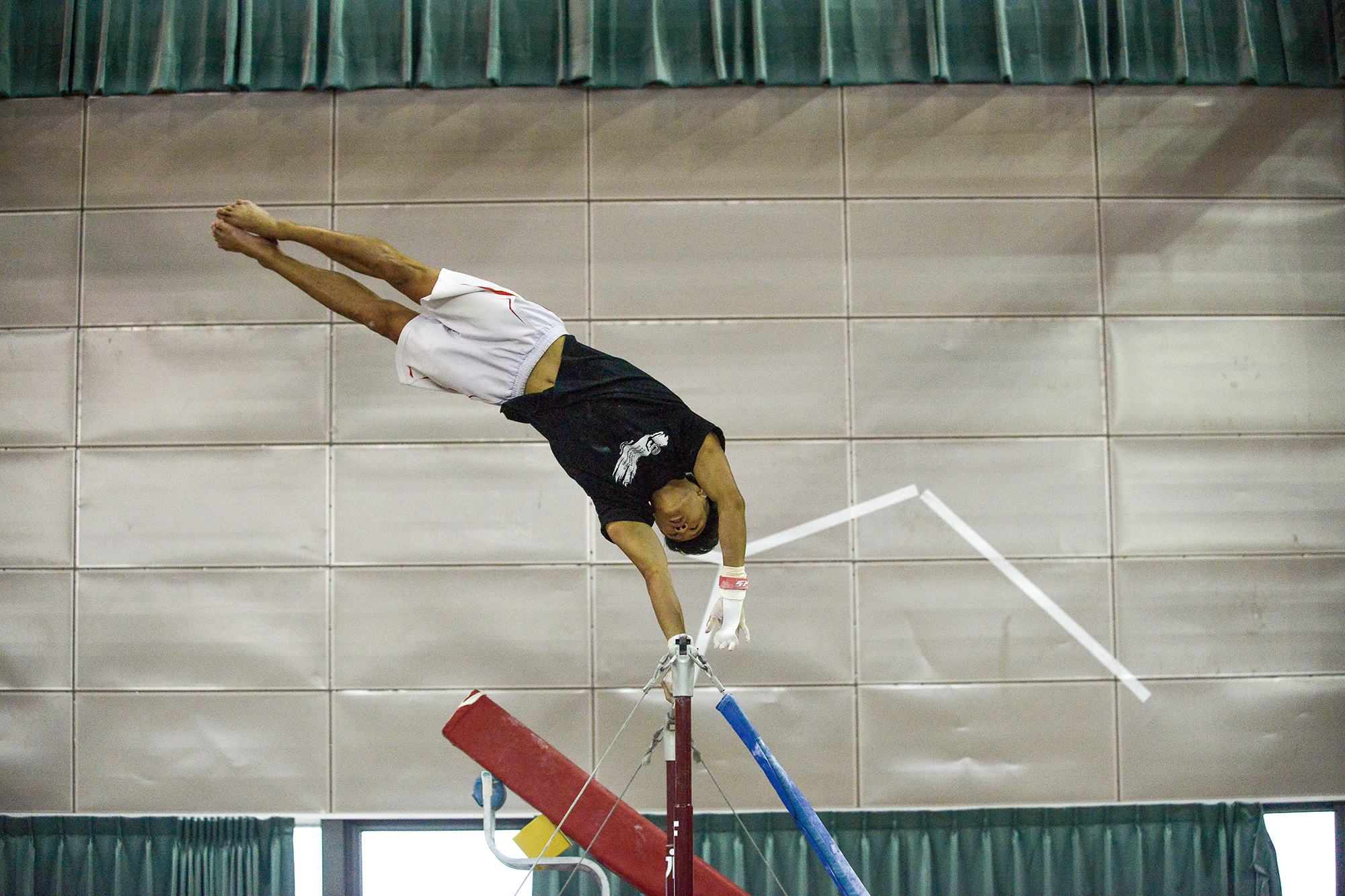 The youthful gymnast Tang Chia-hung, who will this year be competing in the Universiade for the first time, is especially adept at the high bar and the floor exercises. He most enjoys the feeling of flying through the air.
