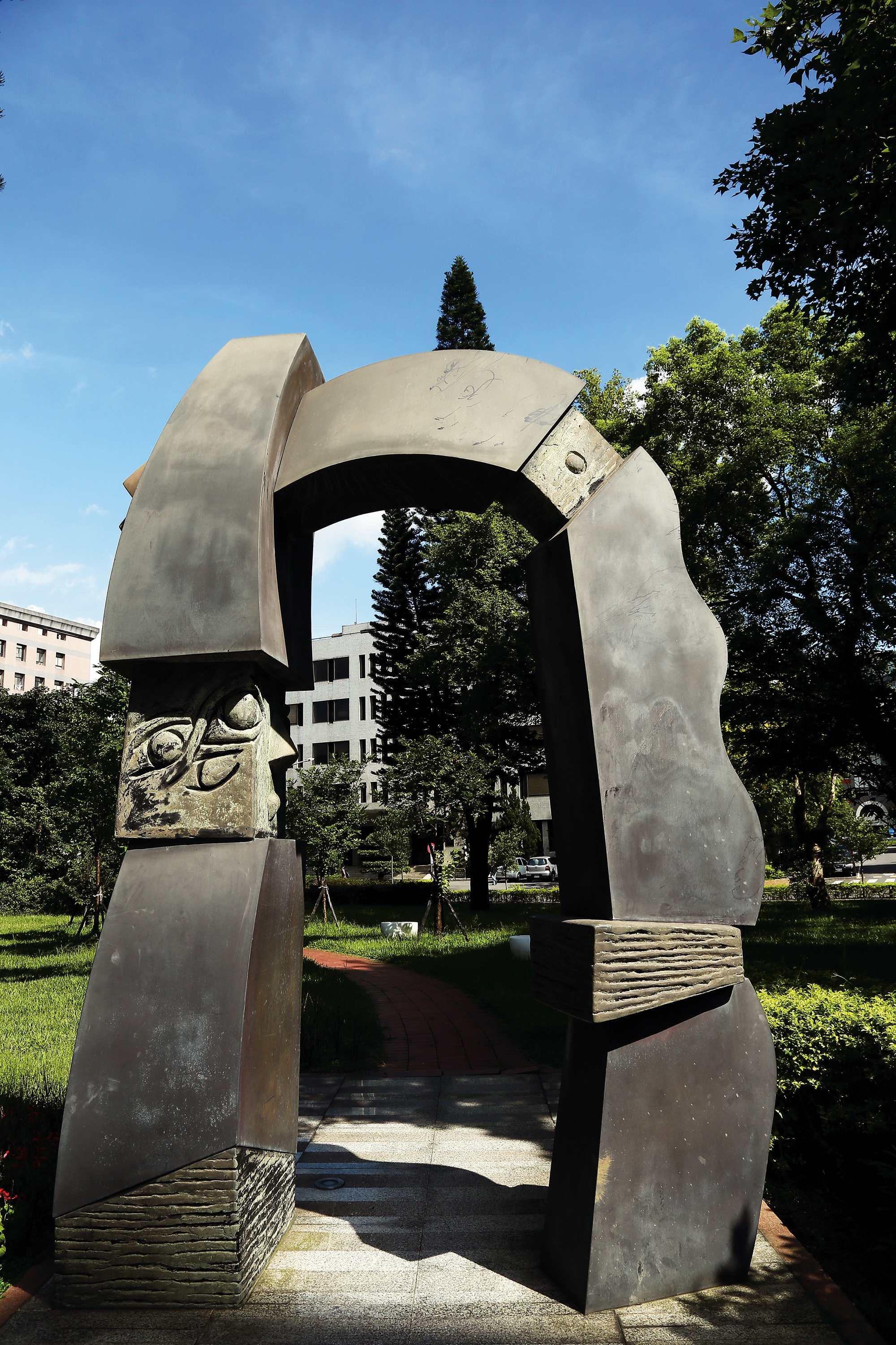 Symphony of Life, located outside the Academia Sinica's Genomics Research Center, makes use of white marble, bronze, and brass, as well as a variety of inlaying techniques.  (photo by Jimmy Lin)