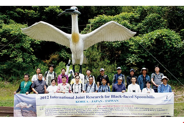 A spoonbill conservation team from Taiwan has gone to Korea three years running for collaboration and exchange in the areas of academic research and habitat management.