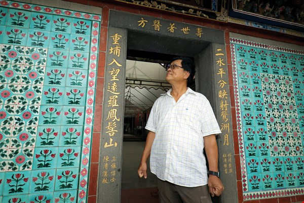 Kang Noushi first encountered decorative tiles on Kinmen. The tiles have since become a lifelong hobby.