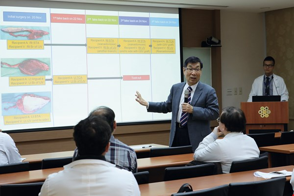"During ""morning meetings"" in the Plastic Surgery Department at Chang Gung Memorial Hospital, some research fellows present reports on their work, while professors make on-the-spot explanations."