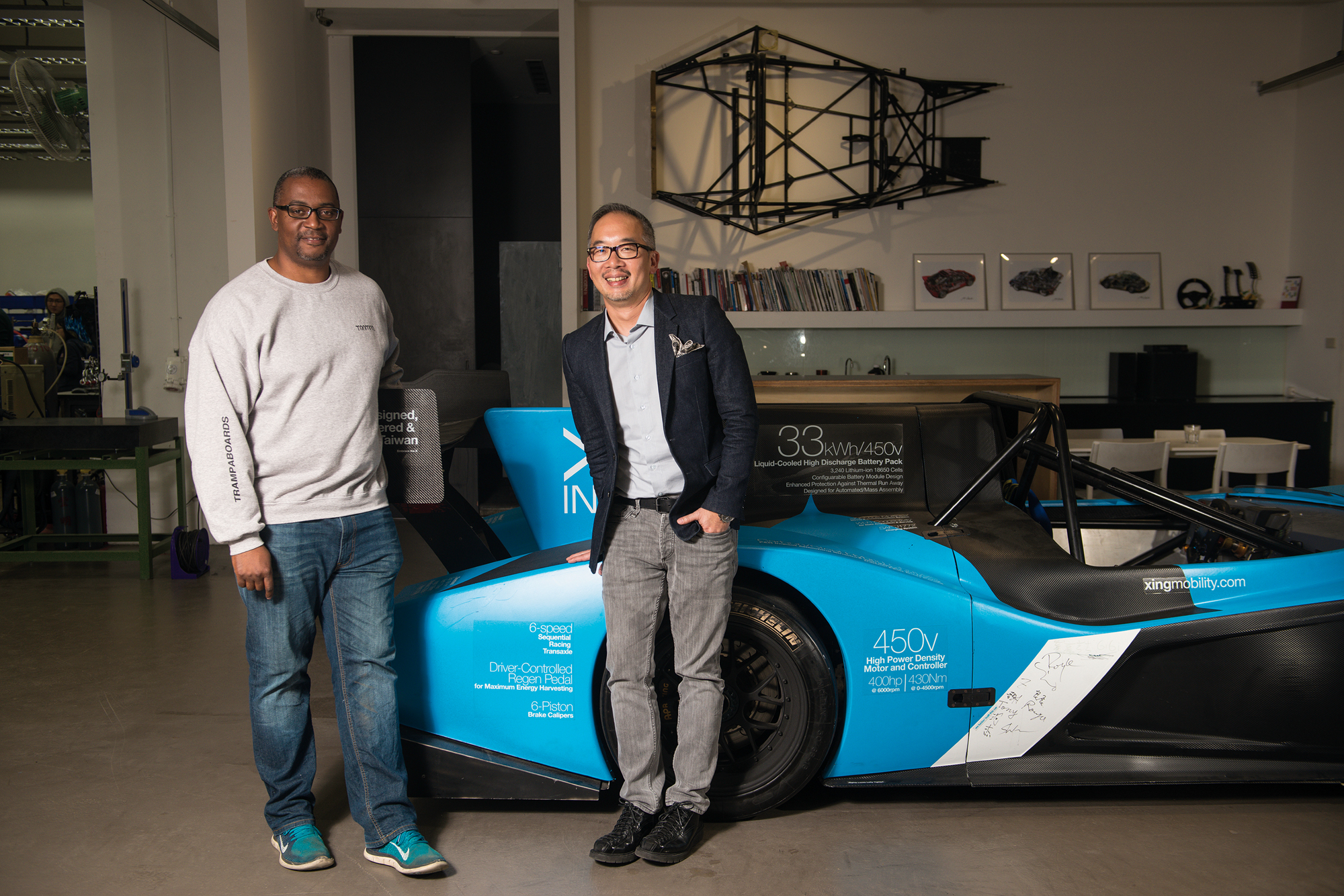 Royce Hong (right) and Azizi Tucker (left), Xing Mobility's cofounders, come from very different professional backgrounds, but have assembled an outstanding team. (photo by Chuang Kung-ju)