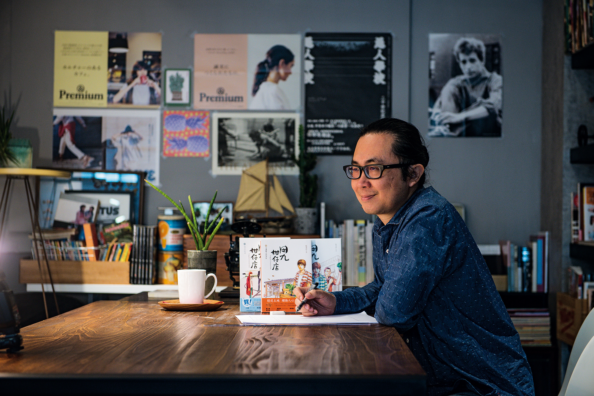 Ruan Guang-min's Yong-jiu Grocery Store Vol.1: Leave a Light On won two awards at the 2017 Golden Comics Awards. Overseas publication rights have been licensed to a French company. (photo by Chuang Kung-ju)