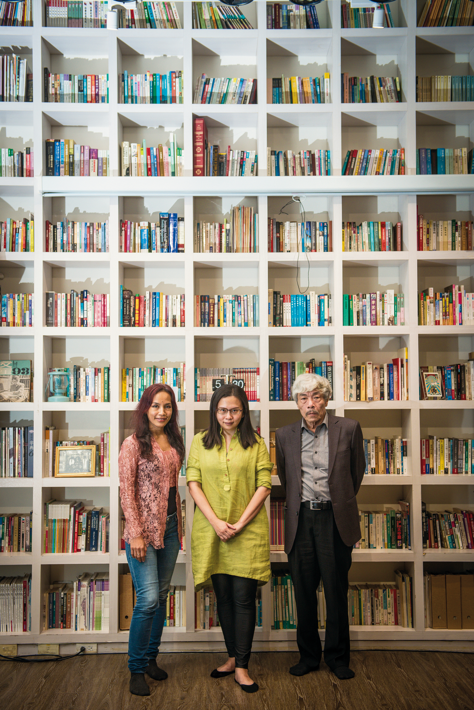 (left to right) Indonesian writer Ayu Utami, Taiwanese writer Fang Hui-chen and Vietnamese writer Bao Ninh. (venue courtesy of Thinker's Theater, photo by Chuang Kung-ju)