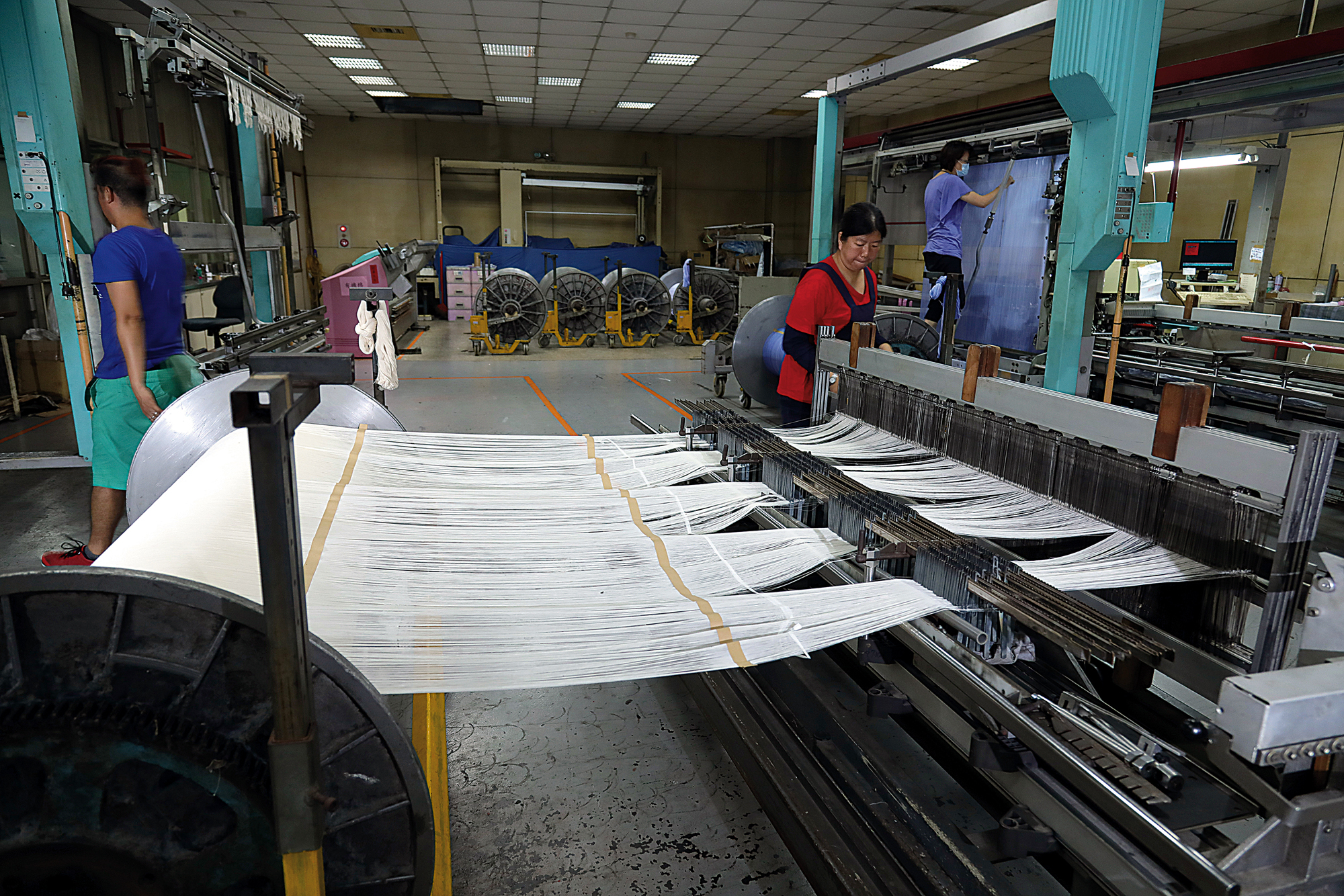The textile industry is labor intensive, so firms that plan to remain in Taiwan are all striving to develop exclusive technologies.
