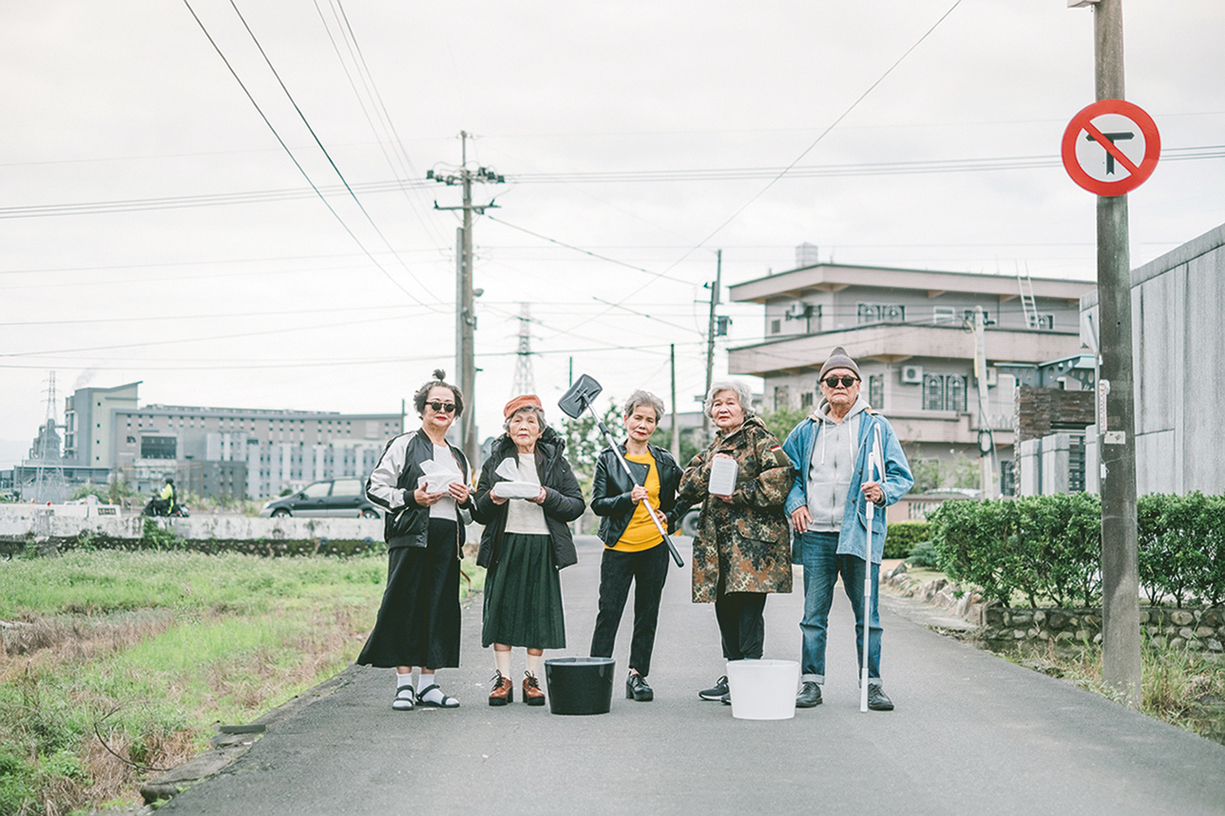 """Unipapa has hired """"grandmothers"""" and a """"grandfather"""" as spokespeople for the products they represent, making quite a splash by contrasting these elderly people with young fashion. (courtesy of Unipapa)"""