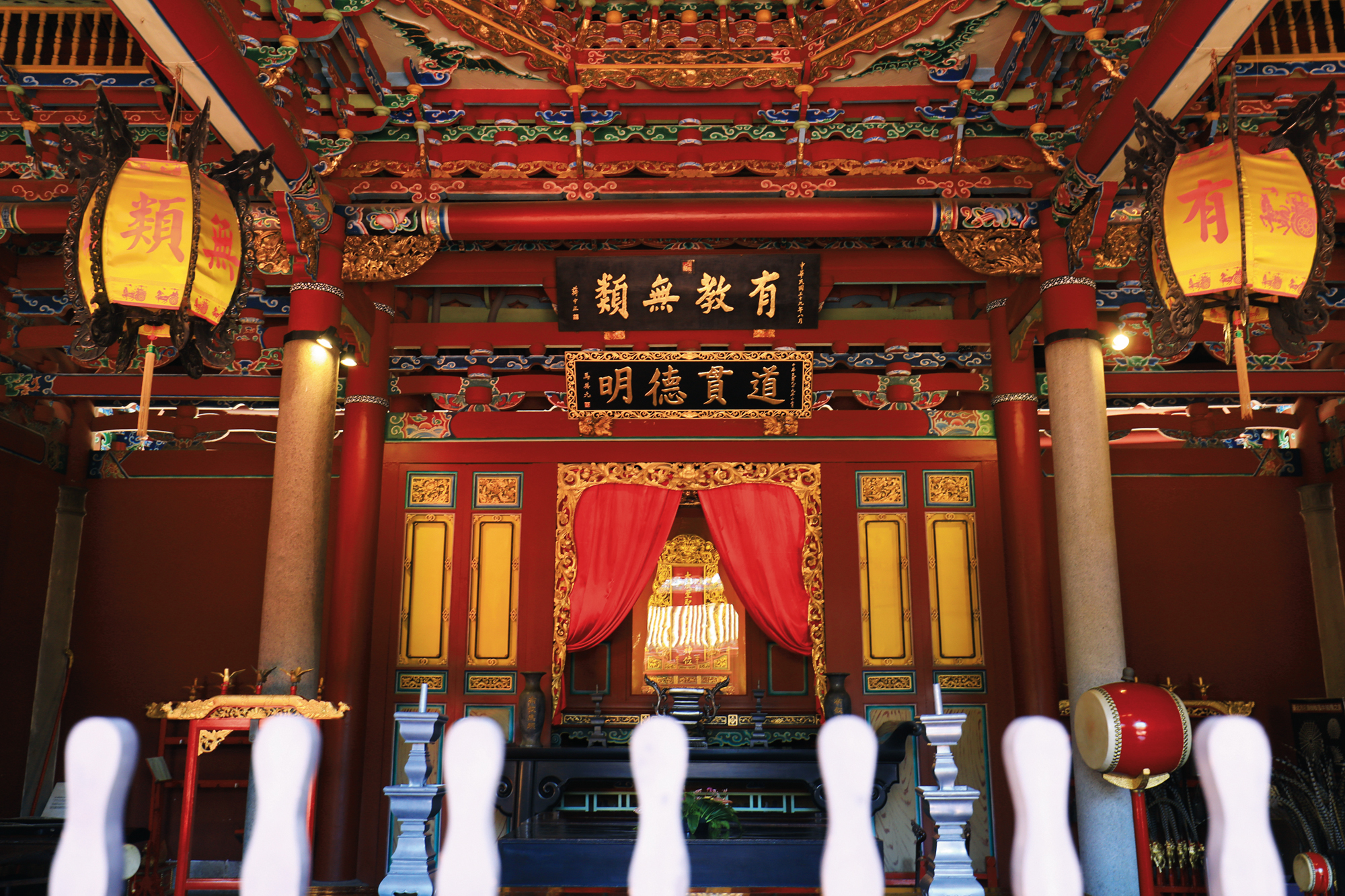 The stately Taipei Confucius Temple has occupied its site of more than 1.3 hectares for nearly 80 years. In 1990, it was designated a municipal historic site.