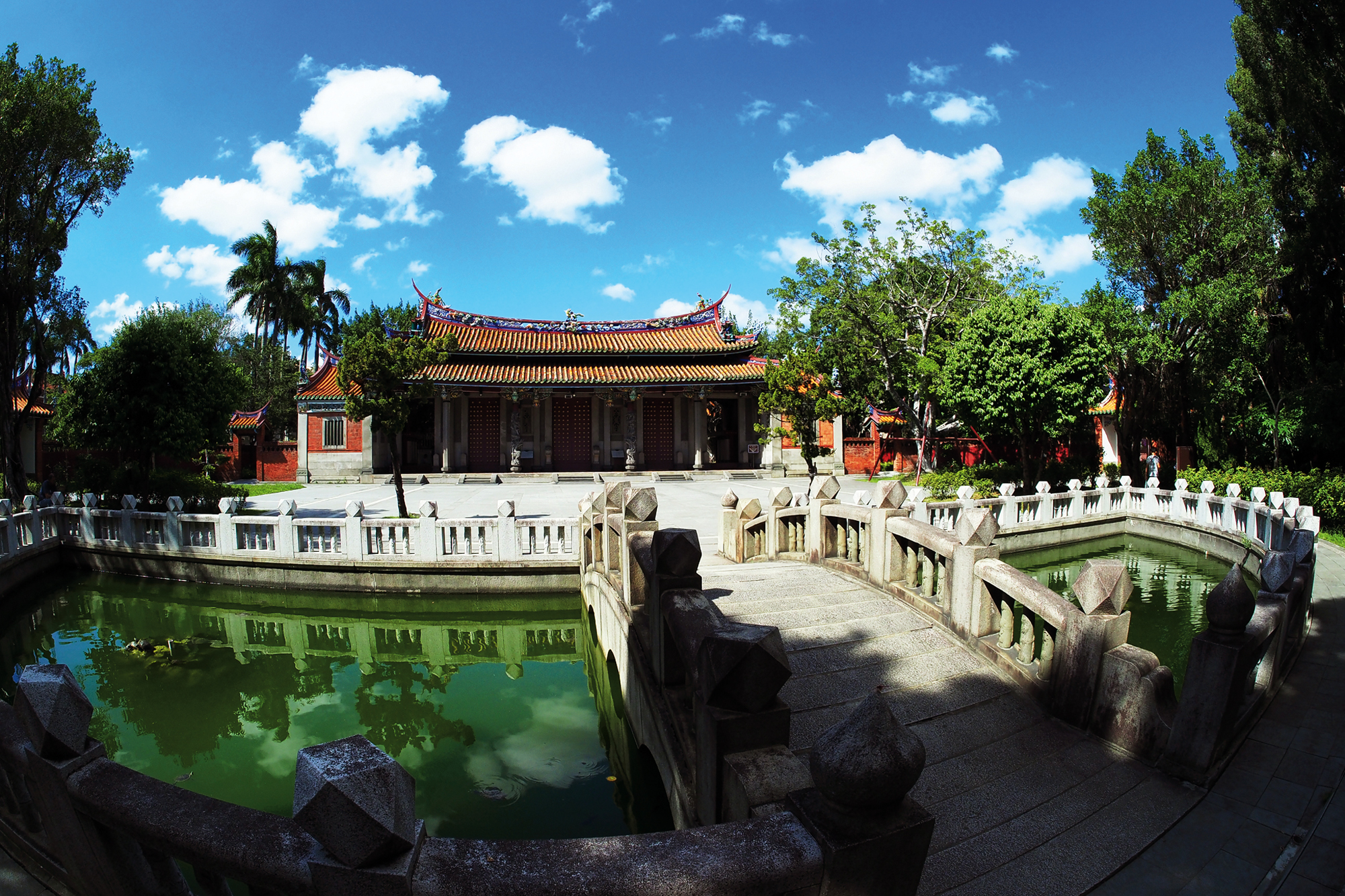 The pool in front of the Taipei Confucius Temple's Lingxing Gate serves to regulate temperature and provide auspicious fengshui, as well as providing a ready source of water for fighting fires. The arched bridge is known as the Pan Bridge.