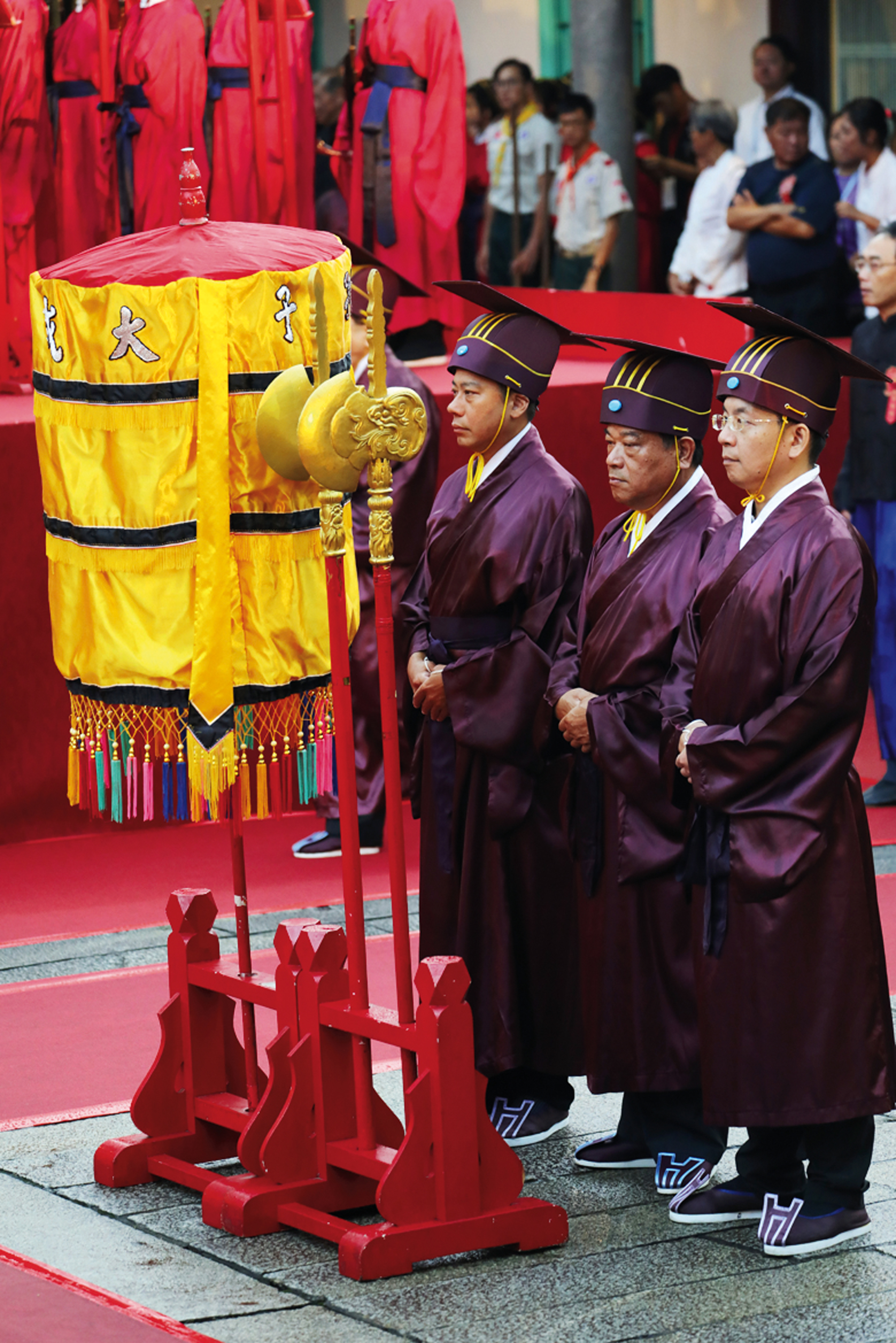 """The lisheng or """"ritualists"""" are responsible for carrying out the rites at the ceremony."""