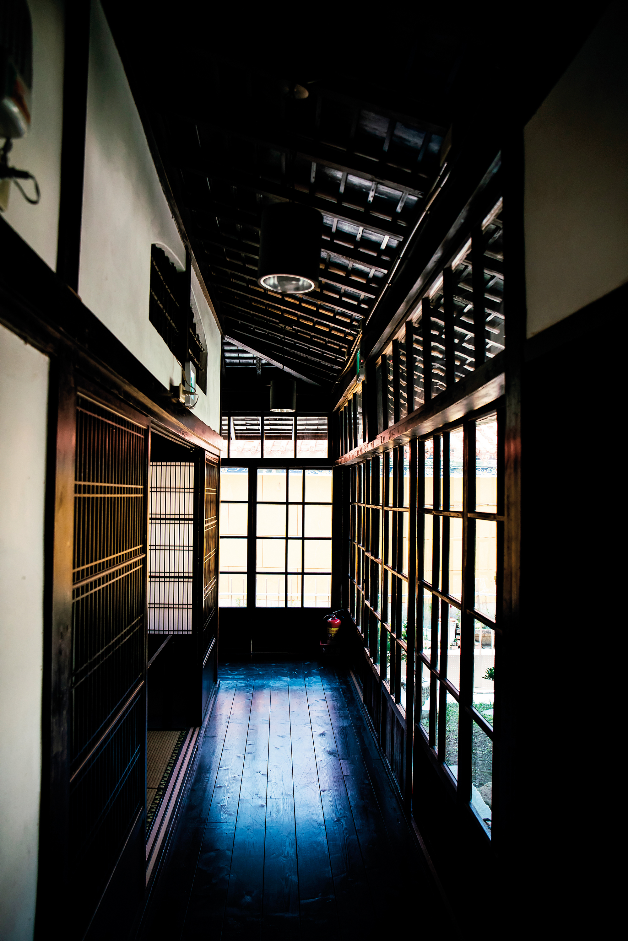 The wooden-framed edifice adjacent to Eagle Hill retains many aspects of the Japanese-style building's original appearance, and also displays precious items that once adorned the old Hikuisu dining venue. (photo by Lin Min-hsuan)