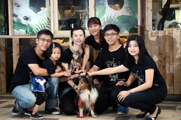 A band of young people have penetrated to Taiwan's every nook and cranny, where they invest their own money and efforts into advocating veganism and animal rights.