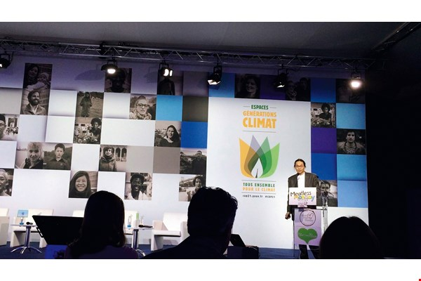"Chang Yu-chuan in his role as organizer of ""Meat Free Monday Taiwan,"" speaking at the 2015 Paris Climate Change Conference. (courtesy of Chang Yu-chuan)"
