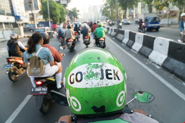 Similar to hailing an Uber in today's sharing economy, passengers need only confirm their location and destination via an app, and a motorcycle driver who has joined one of the shared transport service platforms such as Go-Jek or Grab will pick them up onsite and deliver them to their desired destination.