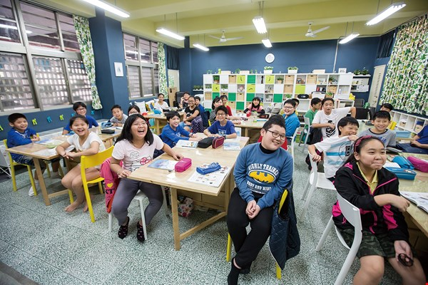 The classroom remodeled by Huang Kuoping and IKEA is colorful and fun, with a vitality that people sense the moment they enter. (photo by Lin Min-hsuan)