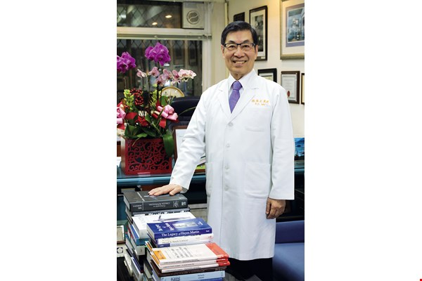 Professor Wei Fu-chan, who is an academician of the Academia Sinica and a prolific author of medical writings, hopes that seed doctors can carry the techniques of microsurgery to all places in the world where they are needed.