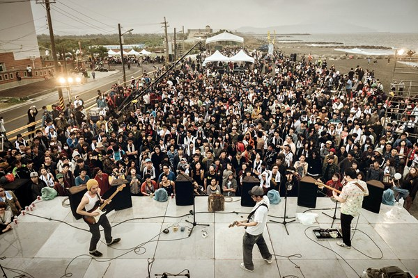 The Small Oyster Rock music festival, by relying on the power of local residents, achieved huge resonance. Its success was no coincidence. (courtesy of Shih Ho Feng Film Studio)