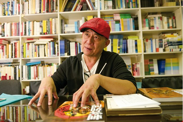 Aho Huang, editor in chief at Dala Publishing, once edited Chen Uen's work and has been instrumental in promoting foreign distribution.