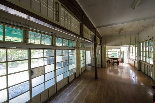 In the Hualien Tourism Sugar Factory, the former living quarters of the factory manager and the vice factory manager, which are in the midst of renovation, as well as the tourist accommodations, which now look like new, each have meaning symbolic of their times.