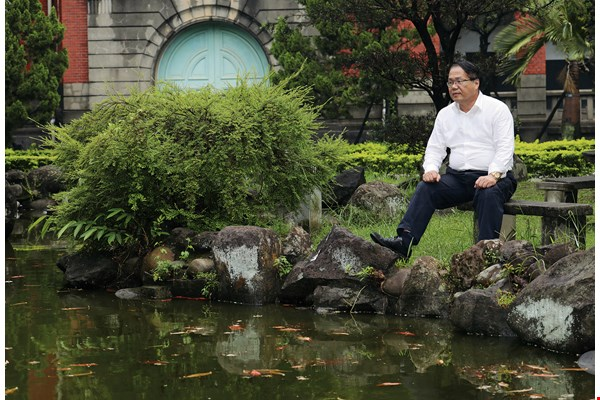 "Chiu Rong-jeo, leader of the 1988 ""Return Our Mother Tongue"" march, often spends time by the Nongchun Pond at NTU's old law school (now its College of Social Science). There you can find him lost in thought or writing essays about Hakka activism."