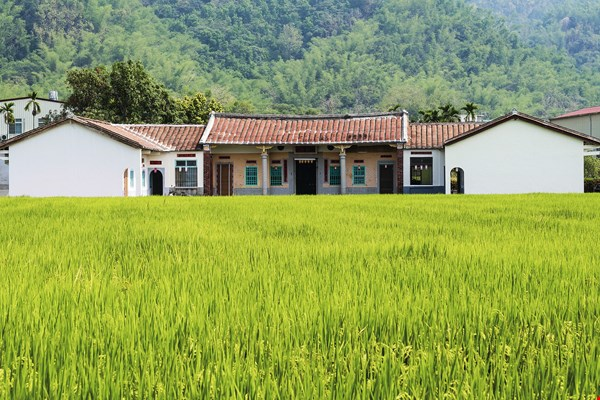 This traditional house in Meinong reflects unique Hakka cultural traditions. (photo by Chuang Kung-ju)