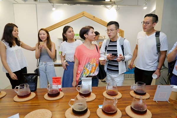 IMPCT organizes regular coffee tasting evenings, bringing coffee lovers together to drink and chat.