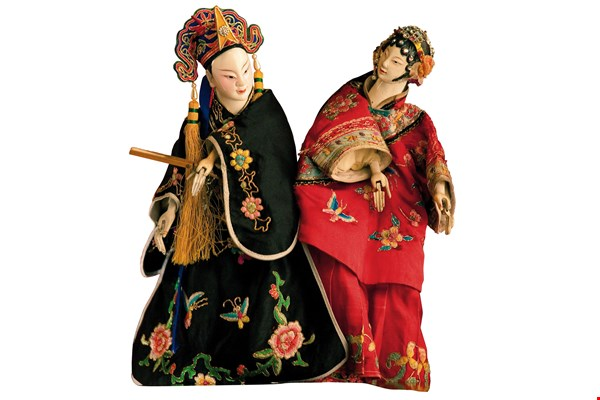 "The main focus of Chen's puppetry is ""life."" He wants his puppets to resemble people in all respects, including their postures, expressions and movements."