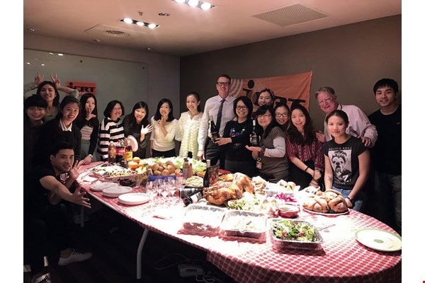 ICRT holds a Thanksgiving Day banquet to introduce the culture of Thanksgiving Day to listeners.