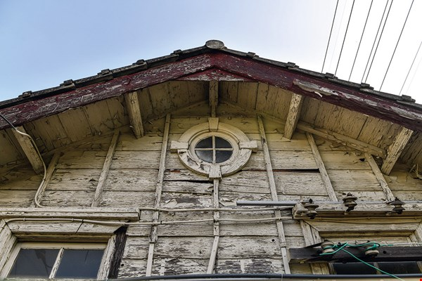 The Japanese-style wooden train stations at Tanwen, Dashan, and Xinpu all have ox-eye windows, which add a sense of beauty to the structures.