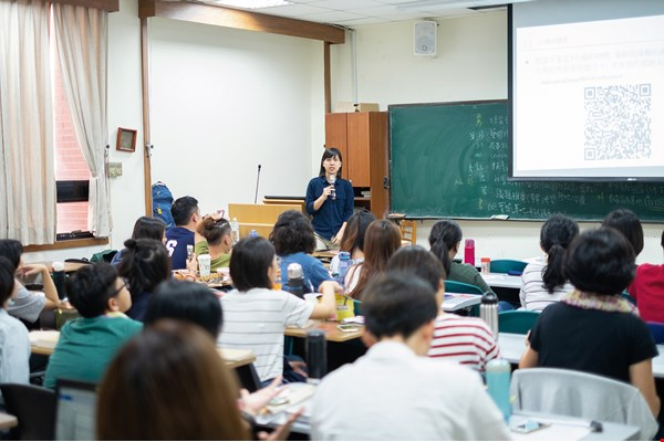 Through various training courses, Teach for Taiwan not only equips its teachers with skills as educators, but also encourages them to think about their future roles in the field of education.