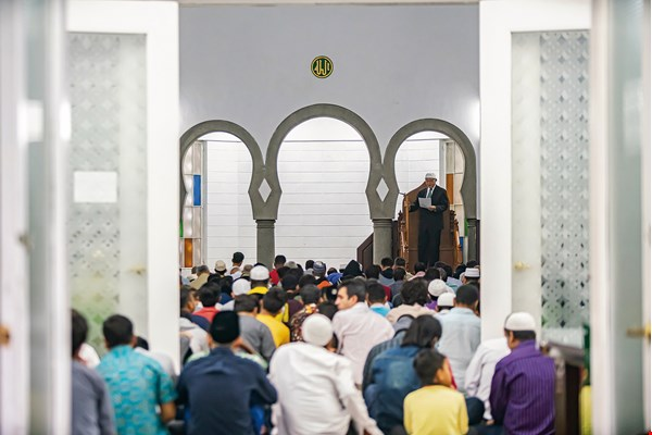 Muslims of many nationalities gather at the Taipei Grand Mosque every week for Jumu'ah, the noon prayers on Friday. They worship and listen to a sermon, then hug and wish each other peace at its conclusion.