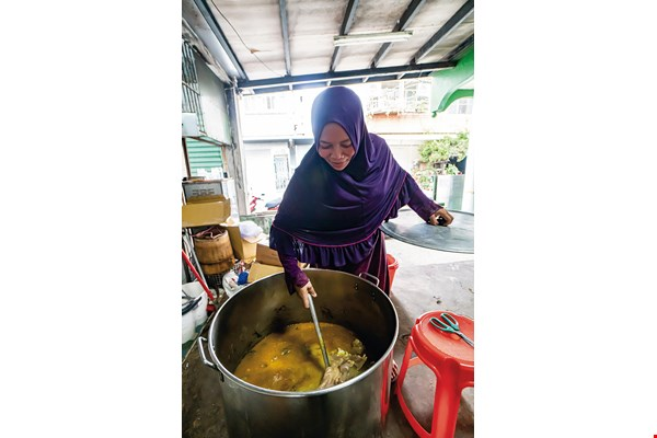 Rachmatul Chasanah prepares a pot of hot soup every Friday. She serves it to migrant workers once Jumu'ah is complete, filling their bellies and warming their hearts.