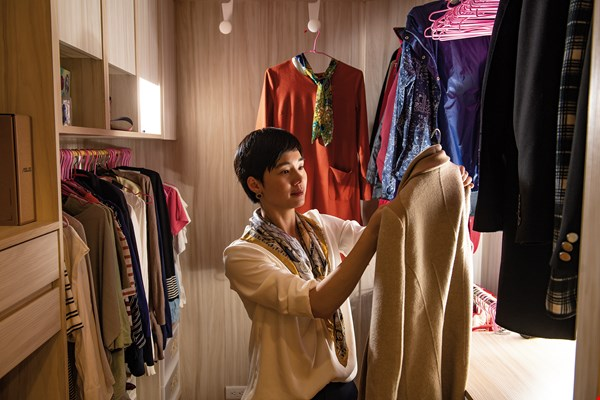 Lai Tinghe learns from a client's clothing by observing  the individual's relationship with their garments, helping people find the most suitable and beautiful attire for themselves.