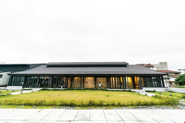 The Chishang Barn Art Museum is a new incarnation of a historic barn belonging to Liang Zhengxian's family. It not only preserves local memory but also serves as a space where locals are encouraged to interact with artists-in-residence.