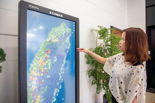 Edimax's Edigreen app integrates data from AirBoxes all over Taiwan, and marks locations with safe air in green.