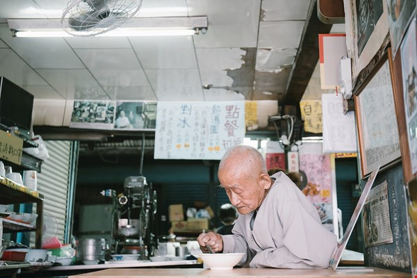 Ninety-four-year-old Zheng Zi has been one of Longquan's loyal customers since his childhood, when first-generation owner Yang Jing ran the shop.