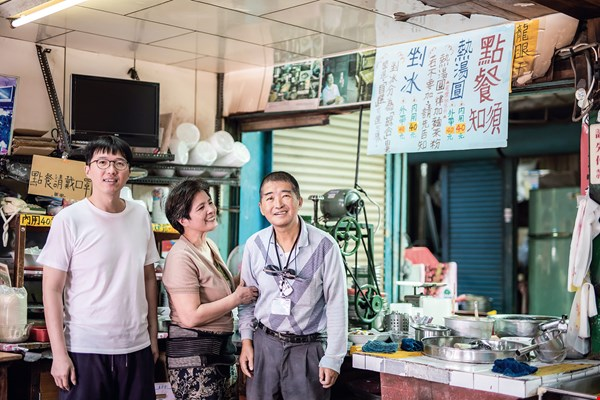 Fourth-generation Yang Junxiang (left) is gradually taking over the business from his parents Yang Hailong (right) and Zhu Shumei (middle), breathing new life into this vintage shop.