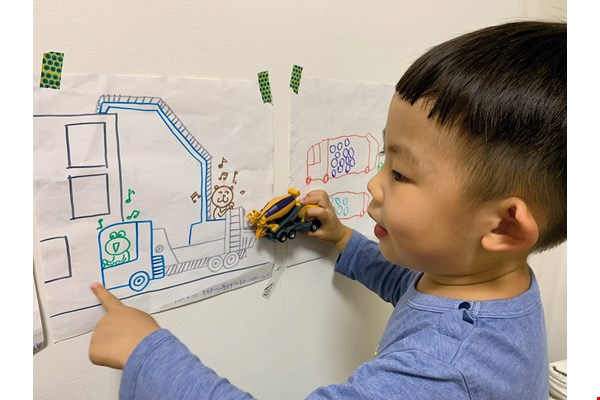 The photo shows the son of the museum director. Frequently playing in the museum, he has become fascinated with construction and often draws pictures of construction machinery. (courtesy of Ara Wu, Kong-Ke Museum)